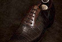 ZAPATOS DE CABALLERO / Zapatos de caballero originales y elegantes. En esta seccion puedes encontrar la inspiracion necesaria para buscar tus zapatos de novio o padrino, al tiempo que escapas de los convencionalismos.