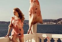 Fashion-News / Hier findest du alle aktuellen Fashion-News! Alles über Designer- und Star-Kooperationen mit Modehäusern, neue Kollektionen von Modehäusern, sowie neue Markenbotschaftler und Kampagnengesichter.