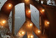Tendance luminaire / Les lampes qui s'imposent dans les décos tendance que Carole et Juliette sélectionnent pour vous.