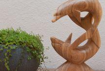 Feng Shui Figuren | Skulpturen / Figuren und Skulpturen mit besonderer Bedeutung und Energie. Gang gleich ob Buddha, Delfin, Paarfiguren, Engel, Elefanten, Drachenschildkröten, Wächterlöwen, jede hat Ihre Geschichte und Bedeutung.