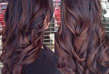 tummat hiukset