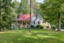 Farmhouse Sweet Farmhouse / Our favorite farmhouses!