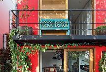 Casas coloridas e pequenas