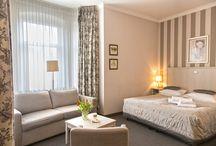 Pokoje w Hotelu Amalia*** / Pokoje utrzymane w stonowanej kolorystyce, wyposażone są w gustowne i komfortowe meble, co pozwala przebywającym u nas Gościom na naprawdę luksusowy wypoczynk