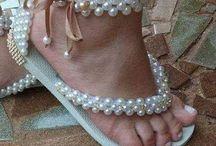 sandalias decoradas con perlas