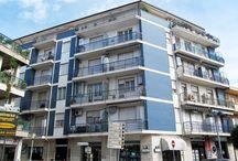 PINETO - VILLA ARDENTE - Bilocale / Appartamento al piano secondo, con ascensore, nella zona centrale di Villa Ardente e a pochi metri dal mare, composto da soggiorno-cucina, camera matrimoniale, bagno e balcone