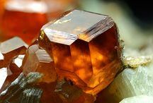 ✨✨h e s s o n i t e / Hessonite Garnet, is a stone of passion and creativity. it is particularly geared toward creative and personal expression. sexuality, emotional balance