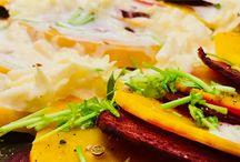 Clean Eating – vegetarisch, biologisch & saisonal essen / Du willst dich und deine Familie vollwertig, biologisch und möglichst saisonal ernähren? Du willst dabei auf keinen Fall auf Genuss verzichten? Und den Kindern soll's, bitte schön, auch schmecken? Well, dann bist du richtig in unserer vegetarisch-saisonalen Genuss-Küche für die ganze Familie. Leckaaaaaa!
