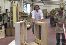 Fabbrica divani e letti - video- / In questo video vi apriamo le porte della nostra fabbrica di divani e letti anche su misura. Un reparto produttivo dove produciamo i telai dei divani e dei letti che passeranno poi al reparto tappezzeria