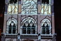 Barcelona: Hospital de Sant Pau / Luces sobre la fachada en la noche de despedida del 2014