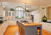 kitchen & dining room / by Laurie Barry