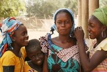Ibisco - Un fiore per l'Africa / L'Erbolario in collaborazione con la ong Green Cross Italia contribuirà a recuperare 400.000 m2 di terra rendendola fertile, irrigata e produttiva affinché le donne del villaggio di Gouriki Samba Diom la possano coltivare ricavandone cibo nutriente per i loro bambini e per le loro famiglie. Per sempre. http://www.erbolario.com/unfioreperlafrica