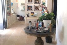 Projet : Mirabeau en Provence / Chez notre client Mirabeau en Provence http://www.mirabeauwine.com/fr/a-propos/ réalisation des meubles de présentation pour l'agencement de la boutique