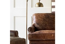 Wohnzimmer gemütlich einrichten & die besten Ideen fürs Wohnzimmer / Wenn man von einem anstrengenden Arbeitstag heimkommt gibt es nicht Schöneres, als sich auf die Couch zu werden und mal so richtig durchzuschnaufen. Hier sammle ich Ideen für gemütliche Wohnzimmer, wie man Wohnzimmer einrichten kann, wenn man auf Industrial Stil, Scandi Stil oder Glamour steht. Die besten Wohnzimmer Ideen gibt's hier.