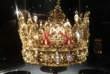Jewelry: Crowns and tiaras