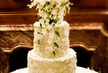 Cakes & Cupcakes / Cakes and cupcakes to fit your every wedding need!