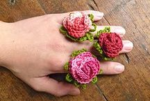 Crochet Baubles / Crocheted jewelry ideas and patterns