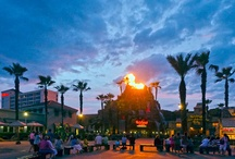 Galveston Island Attractions / Galveston Island offers everything in a resort destination – beautiful accommodations, entertainment, shopping and 32 miles of Gulf Coast beaches. Galveston 's festivals, special events and attractions are enjoyable for Islanders and tourists alike. One bit of advice – if you live here, don't wait until you have out-of-town visitors to tour the Island 's many attractions.  http://www.galveston.com/attractions/
