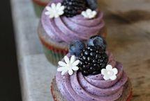 Edible ~ Cupcakes and Muffins / by Hailey Jean Flee