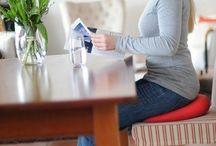 Gesund Sitzen / Es ist wichtig auch im Sitzen auf seine Körperhaltung zu achten. Hier finden Sie viele Produkte die diese unterstützen.