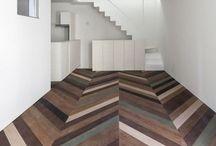 Madeira e sofisticação / O piso de madeira pode ter um toque a mais. Moderno, colorido, rústico, sofisticado... Em diferentes cores, formatos e aplicações, ele é beleza, vida e paixão!