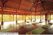 yoga pabellón / yoga pabellón de madera de teca y techo orgánico.  Diseño, producción y fabricación exclusiva y ecológica por www.comprarenbali.com