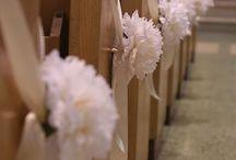 kostelní lavice+ květinové brány