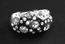 Anillos / Rings / Preciosos anillos bañados en plata o rodio que no te dejarán indiferente.