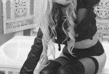 Taylor Momsen b&w
