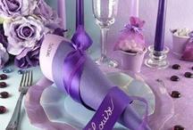 Table parme et bleu ciel / Une décoration de table vaporeuse mariant rêverie, douceur et raffinement !
