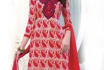 Matière vestimentaire / Matériel robe est l'un des ingrédients les plus importants de vêtements de l'être humain . Il donne aux gens une énorme occasion d'utiliser leur créativité pour concevoir robe en fonction de la nécessité et le désir de l'un . http://www.andaazfashion.fr/salwar-kameez/dress-materials