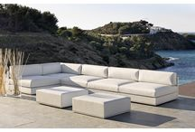 mood low / Mood Low is designed to enjoy outdoors life in a calm manner, in a chill-out style.  It is a set of outdoor modular sofas, designed with the Screen Cover system (Bivaq exclusive). The Screen Cover system provides the furniture with all the qualities necessary for outdoor use. All the materials used are suitable for outdoor use, resistant to weathering and sunlight. Multiple arrangements (public or private environment) : 2, 3 or 4-seater sofas, L-shaped sofas, or individual sofas.
