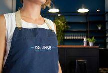 Dr. Jinich / Bar Restaurante en Mérida  Yucatán México . Restauración  de casa habitacional a bar-restaurante registrada como Monumento Histórico  por el INAH.