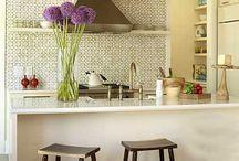 kitchen backsplash: tiles & wallpapers