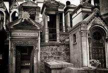 богатые надгробия и мавзолеи