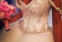 Wedding dress / For more wedding pictures look at the board: Events / by Jessica Reede