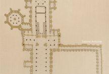 BRODERIES : Architectures / Sur ces compositions brodées je me suis inspirée de l architecture. Plans au sol de cathédrales gothiques, sculpture ou enlimure gothiques, courbes orientales...