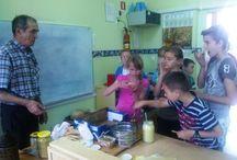 Zespół Szkolno-Przedszkolny w Łukcie - spotkanie z pszczelarzem i prace plastyczne