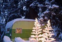 Winter & Weihnachts Camper / Camping im Winter ist der neue Trend! Camper im Schnee in der kalten Jahreszeit.