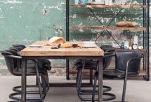 Eetkamer | LUMZ / De gezelligste plek in huis vind je aan tafel. Iedereen doet hier zijn eigen ding, wat de eetkamer multifunctioneel maakt. Maar hoe kunnen we dit het beste combineren?