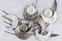 Wandbilder Dekoration / Tolle Bilder, Objekte, Figuren, Vasen und Schalen die echte Akzente setzen. Moderne Wohnraumgestaltung durch optimal platzierte Dekoration. Moderne Bilder aus Metall als Relief oder 3D, Bäume, Tiere und abstrakte Formen, Linien.
