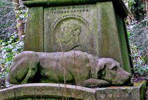 Cemeteries, tombstones & catacombs