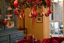 Xmas table / Fir red ribbon red baubles