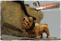 Vakkancs Angol Bulldog // English Buldog / Mini-sculpture. Bronze keyring and sterling silver pendant. http://www.vakkancs.eu/vakkancs_dogs/english_bulldog