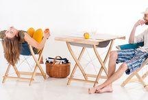 """Krzesło wielofunkcyjne KANWA / To więcej niż wyjątkowo wygodne krzesła! W kilka sekund możesz je przekształcić... - w stół - w stół z wygodnym schowkiem na gazety - w wysoki stół """"na party"""" - w koziołki podtrzymujące blat do pracy czy też stół cateringowy - z 4 krzeseł zrobisz wygodny hamak lub łóżko polowe.  Projektant: Karol Starczewski, KANWA, do kupienia na www.nowymodel.org"""