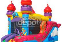 """Castillo hinchable profesional Castle Combo / El """"Castle Combo"""" posee una zona de juego muy espaciosa, un alto tobogán con forma de dragón y una rampa de acceso. Tiene un diseño de fantasía, con aspecto de castillo antiguo y decorado con un enorme dragón.  http://www.castilloshinchablessaltofeliz.com/producto/castle-combo"""