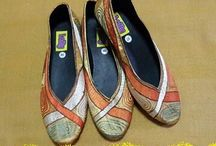 Sepatu Bordir Lolly / Sepatu bordir berkualitas terbuat dari bahan satin. Sol karet Charley anti selip. Banyak pilihan motif bordir dengan desain cantik.