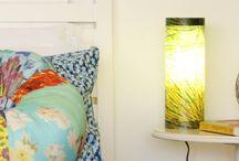 Iluminação / Um ponto de luz bem posicionado no ambiente pode ser o diferencial que vai transformar sua sala ou quarto. Nossas luminárias são feitas artesanalmente com resíduos agrícolas ou reaproveitamento de garrafas PET. São únicas e lindas!