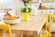 მაგიდა სკამებით