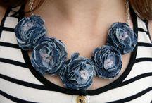 brože a šperky textilní
